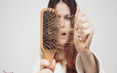 ریزش مو طبیعی چگونه است؟ آنچه باید از ریزش مو بدانید.
