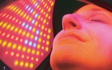 نور درمانی (لایت تراپی) چیست؟ کاربردها، مزایا و معایب